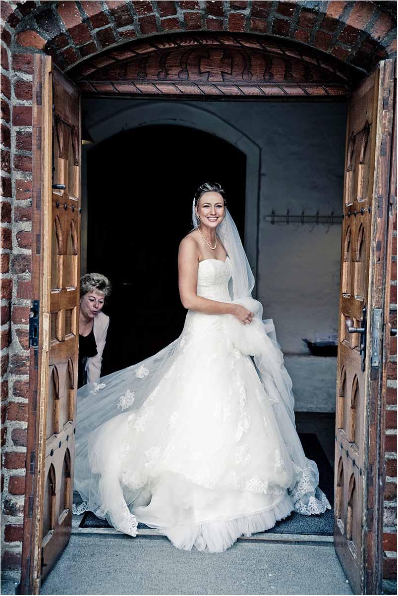 bruden ved kirke i Odense