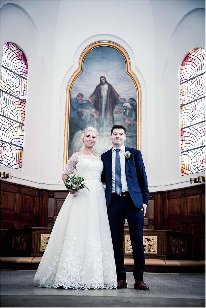 bryllupsfoto i kirke ved Odense